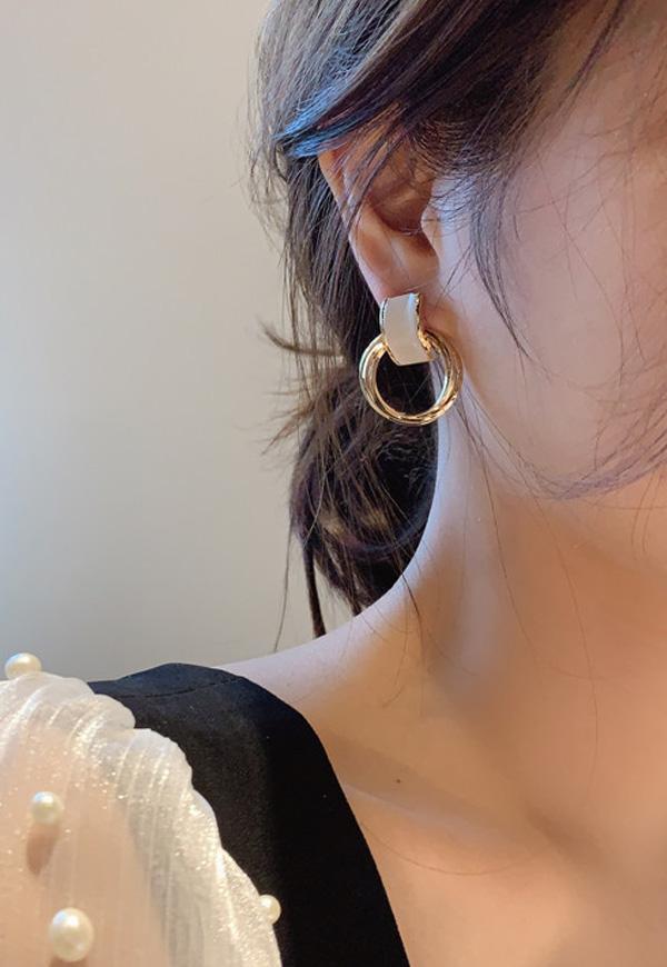 (수입) 골드 프레즐 모양 귀걸이-HE2552#